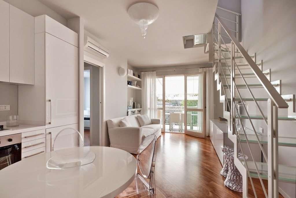 Come arredare un appartamento - Cucina tutta bianca ...
