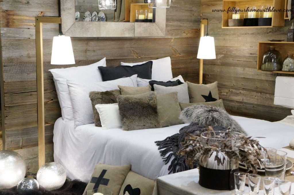 Cuscini coltelli e piatti angel des montagnes for Piano e design della casa con tre camere da letto