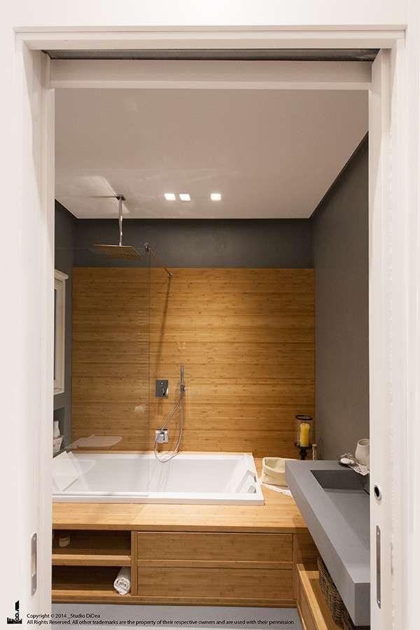 Legno e design per la ristrutturazione di questo bellissimo bagno, seguita dallo Studio Didea Architetti Associati/Homify.it