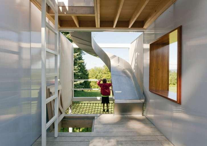 case sull'albero di design con scivolo