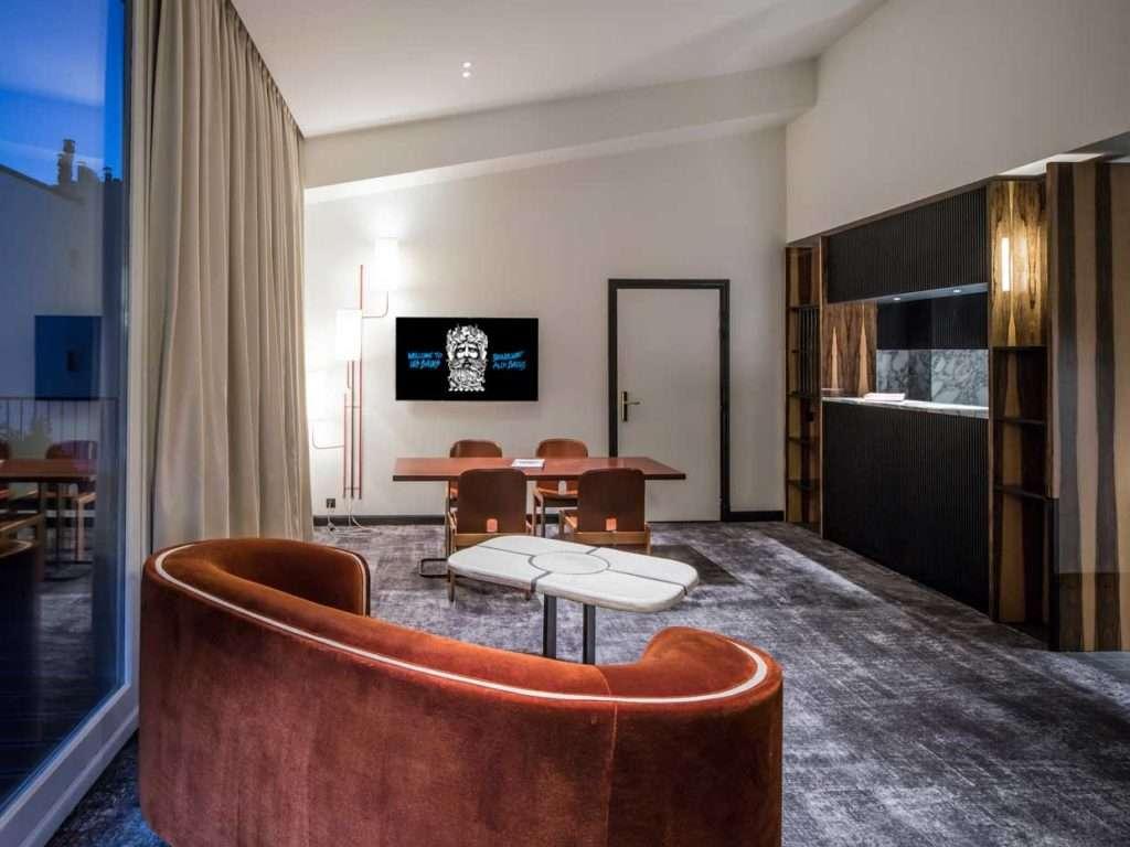 A parigi nel design hotel les bains fyhwl for Hotel les bains paris