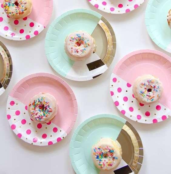 Apparecchiare la tavola con piatti e bicchieri di carta - Apparecchiare la tavola bicchieri ...