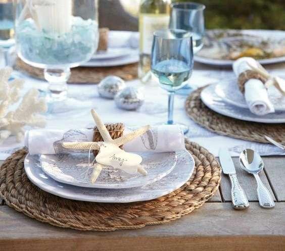 piatti e accessori per una tavola in stile mediterraneo