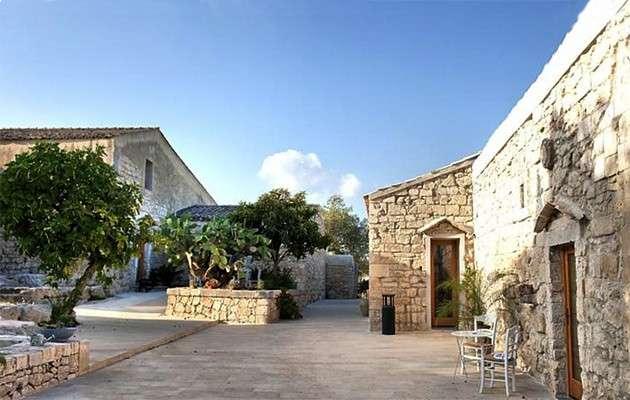 Boutique Hotel Borgo Alvaria: Il design in un antico borgo siciliano