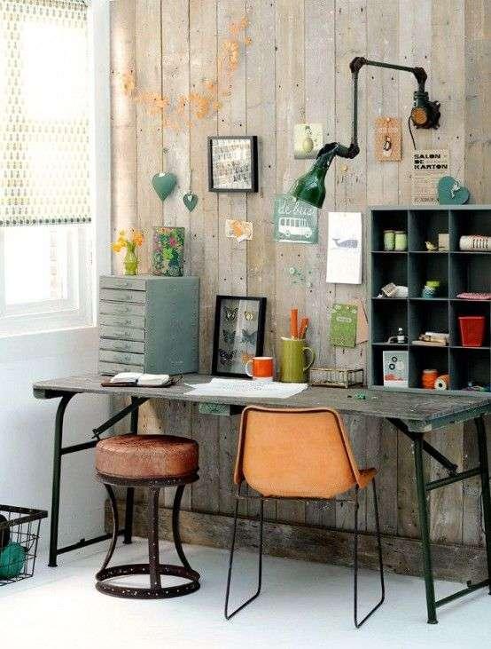 Un ufficio in casa in stile industriale