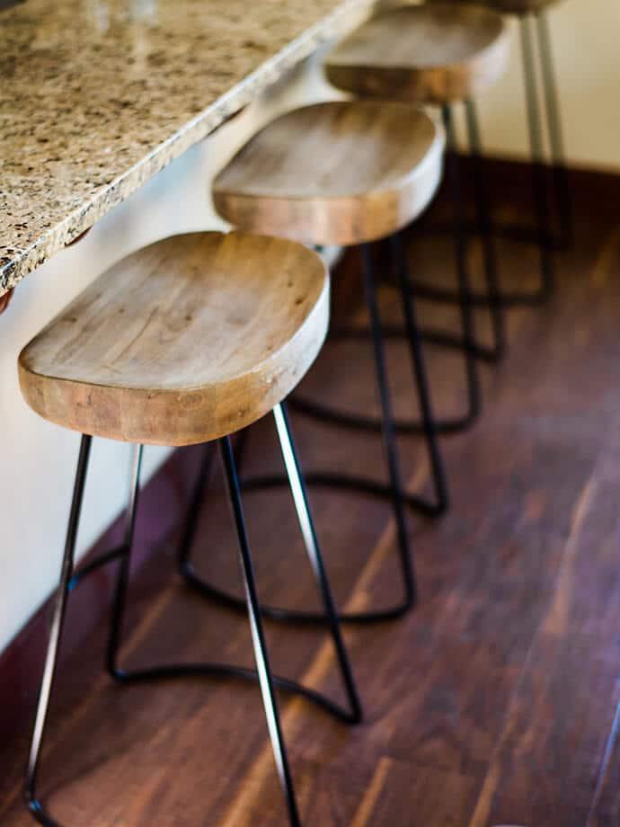 Sgabelli di design: legno e metallo per cucina|Fillyourhomewithlove