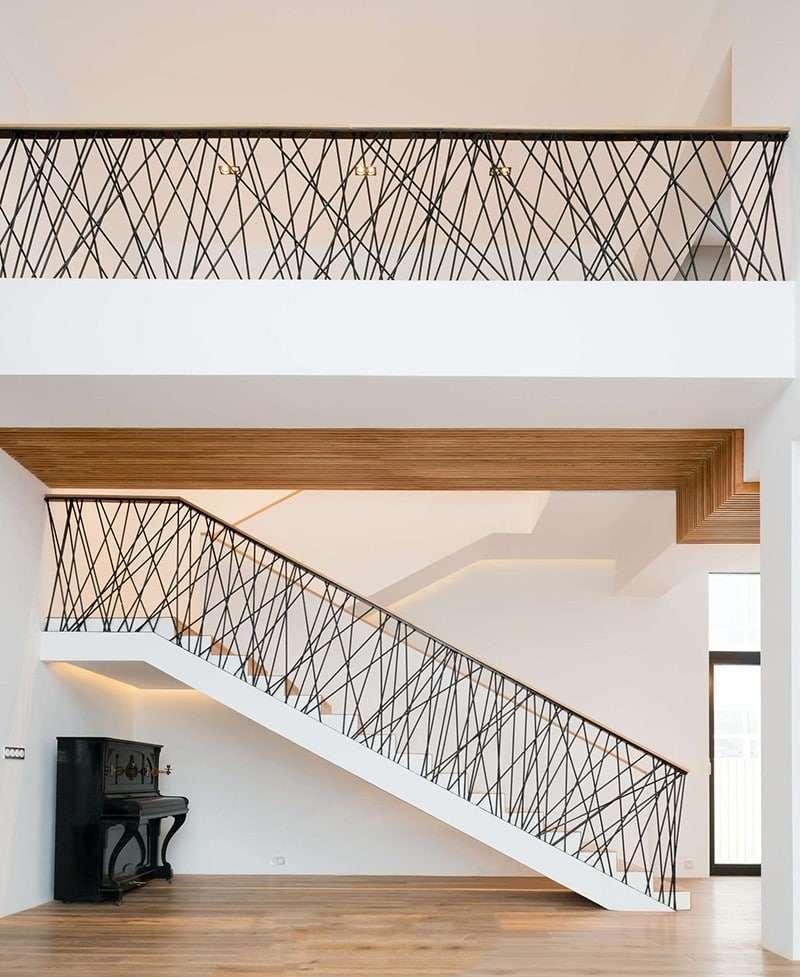scale moderne per interni con ringhiera