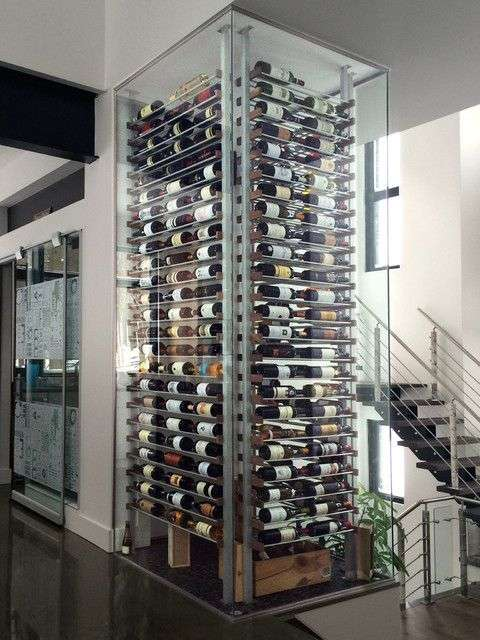 cantinetta vino climatizzata con pareti in vetro