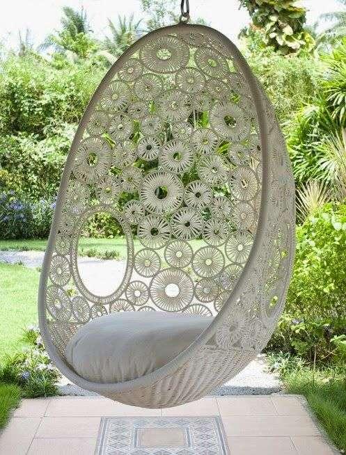 poltrone a dondolo da giardino con mosaico circolare