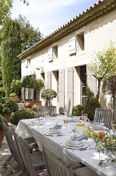 case provenzali con tavolate