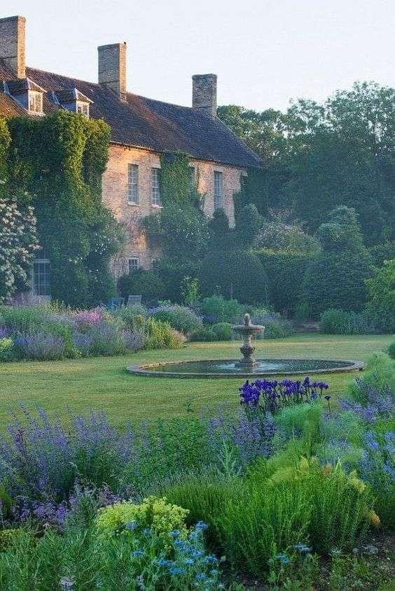 giardini provenzali tra erba e lavanda
