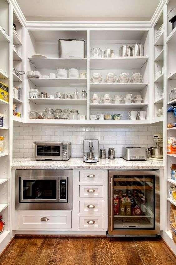 dispensa cucina attrezzata