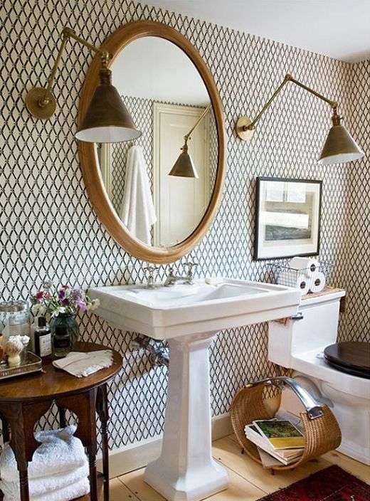 carta da parati per il bagno con decori geometrici