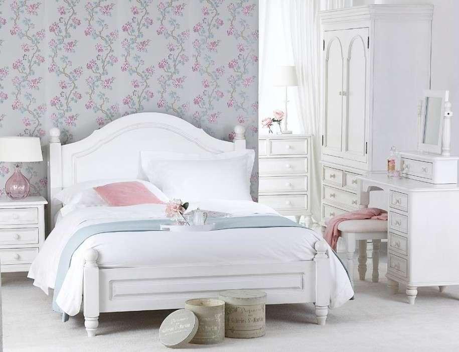 carta da parati camera da letto tortora e fiorellini romantici