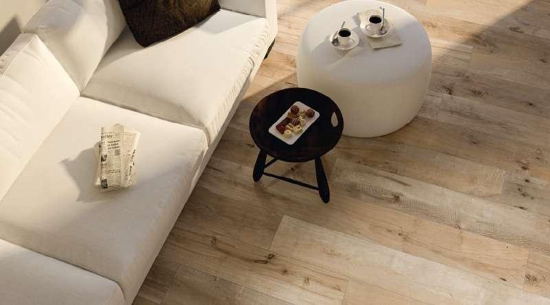 piastrelle effetto legno colore naturale