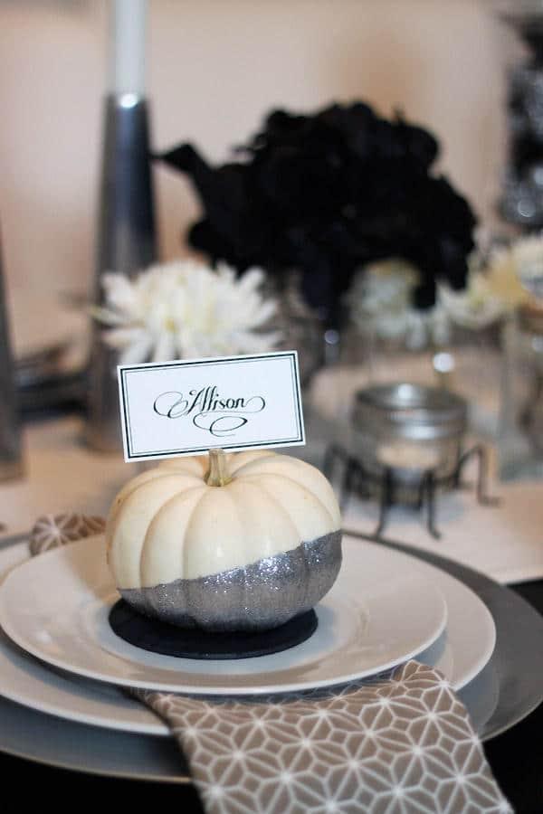 apparecchiare la tavola ad halloween zucca argento