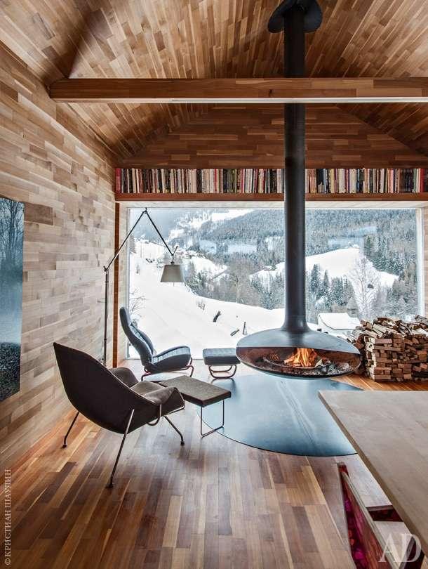case in montagna con ampie vetrate