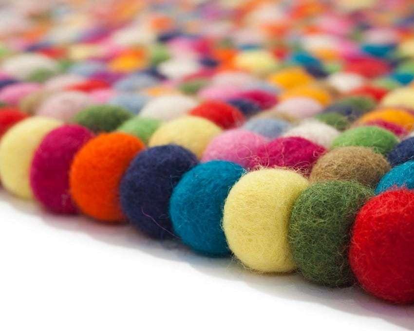 tappeti con palline in feltro