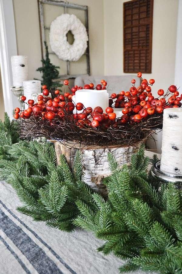 decorazioni natalizie shabby chic con elementi naturali colorati