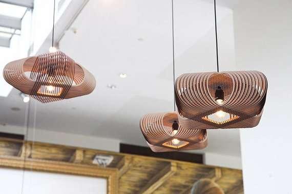 lampadario di legno con taglio laser