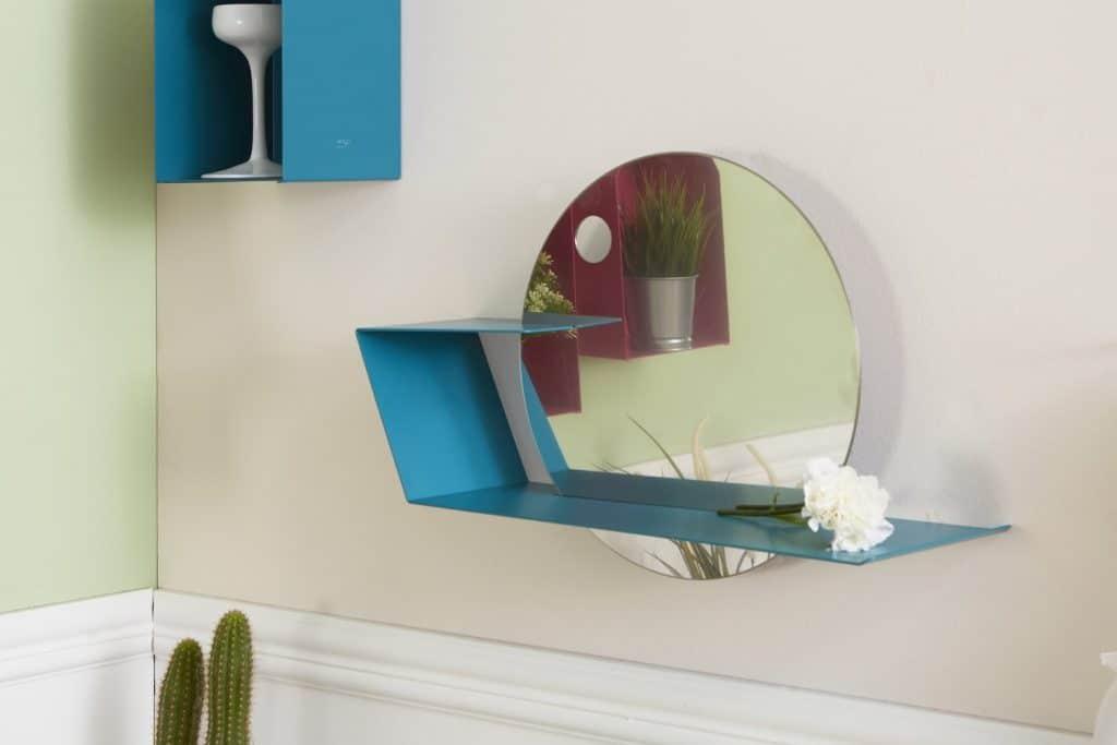 mensola in metallo di design con specchio integrato