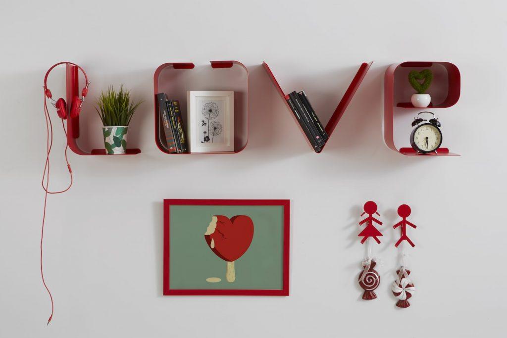 mensole di design love in metallo